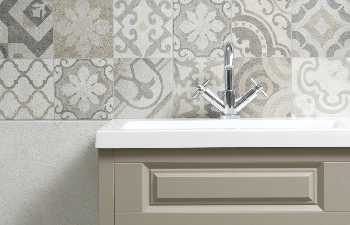 Porcelanosa antique decor wall tile