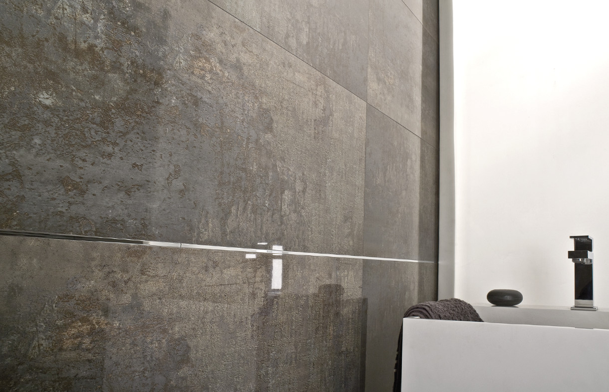 Porcelanosa Shine dark ceramic wall tiles